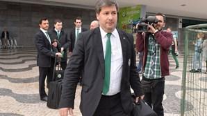 Bruno de Carvalho com seguranças no Porto