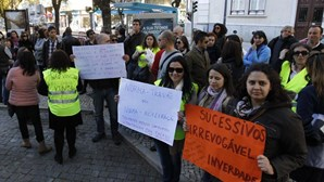 """Professores contratados manifestam-se contra """"norma travão"""""""