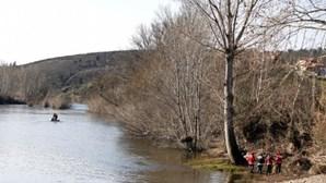 Homem de 43 anos morre afogado a praticar paddle