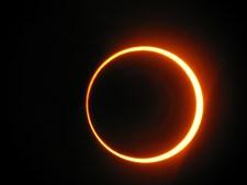 O eclipse anelar de 3 de outubro de 2005 foi visível na Península Ibérica, o que significa que o diâmetro aparente da lua foi menor do que o do sol, fazendo com que o sol se assemelhasse a um anel durante alguns minutos