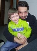 E o pai Tiago Gonçalves, de 26 anos, agora com o Rodrigo Gonçalves, de 4 anos