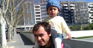 Margarida Santos, de 22 meses e de Torres Vedras, com o seu pai, Hugo Santos, de 24 anos