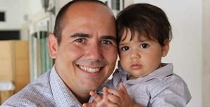 """""""Papai querido, o meu coração bate por ti como por uma barra de chocolate. Obrigado por brincar comigo de cabaninha, eu adoro. Te amo muito! Feliz Dia do Pai"""", enviou a partir de São Marcos, em Sintra, Nicolas de Araujo, de 17 meses, para o pai Tiago Araujo, de 34 anos"""