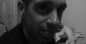 Tiago Neves, de 10 anos, e Eva Neves, de 6 anos, enviaram uma foto do pai Nelson Neves, de 36 anos. A família é de Algés