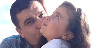 Mélanie Carvalho, de 3 anos, com o seu pai Pedro Carvalho, de 38 anos. Vivem na Trofa