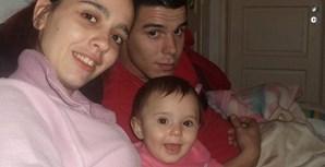Diana Nunes com a mãe, Ana Santos, e o pai, Diogo Nunes, de 20 anos. A família é de Belas