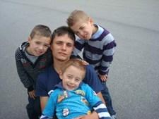 'Muito obrigado pelo pai que és.' é a mensagem que o Gonçalo, o Francisco e o Diogo querem deixar ao pai Mário Fernando Neves Martins, 27 anos, de Paredes