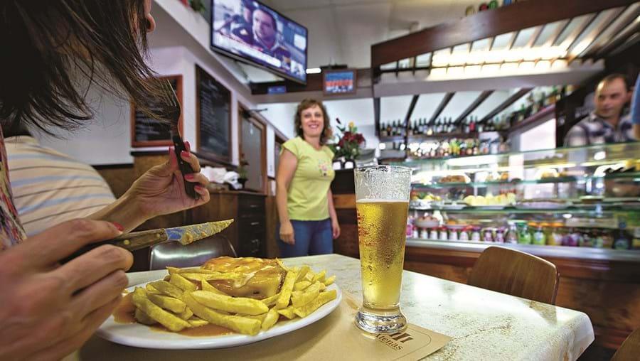 Comer em restaurantes é exceção para a maioria das famílias