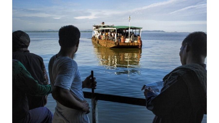 'Ferry' naufragou ao largo da costa oeste da Birmânia