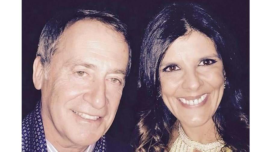 Após o casamento, Ana Caetano tirou uma fotografia ao lado de Luís Filipe Menezes que partilhou nas redes sociais.