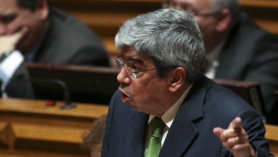Ferro Rodrigues enviou  uma carta aos restantes líderes parlamentares