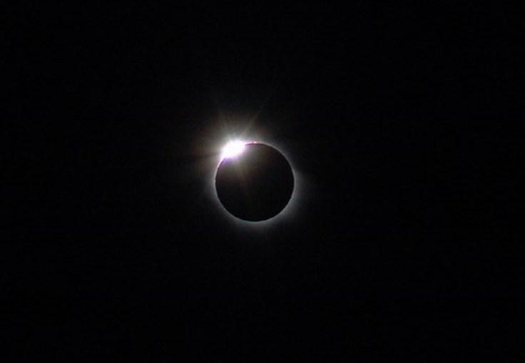 Em março de 2006 ocorreu um eclipse solar visível em particamente metade da Terra. A fotografia foi tirada na Turquia