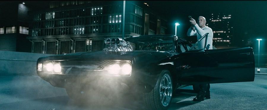 Dominic (Vin Diesel) tenta acabar com Deckard Shaw (Jason Statham)