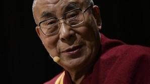 Índia tentou espiar o Dalai Lama, que não tem telemóvel, com o 'Pegasus'
