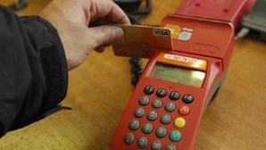 Mulher gasta seis mil euros com cartão de crédito alheio