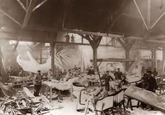 Construção da Estátua da Liberdade. Esta foi construída em Paris e só depois levada para Nova Iorque (1884)