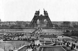 Construção da Torre Eiffel (1888)