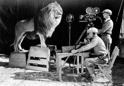 O famoso leão da MGM a ser gravado e fotografado (1929)