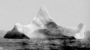 Este é, alegadamente, o icebergue contra o qual Titanic chocou e que levou ao seu naufrágio (1912)