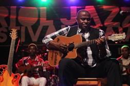 Manuel de Candinho e Quarteto Tradicional atuam no palco do Kriol Jazz Festival