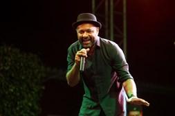 Olavo Bilac anima o público em palco