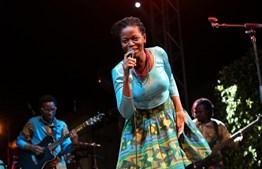Kakana cantou no festival