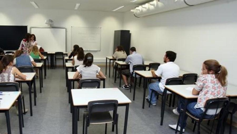 A prova, com a duração de três horas, foi realizada pelos jovens no seu país de origem
