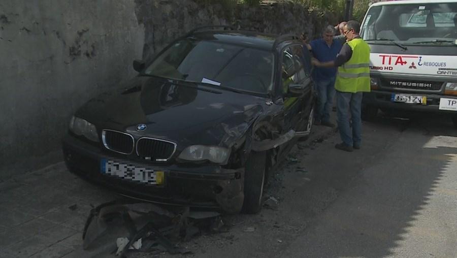 As duas vítimas graves encontravam-se a sair deste veículo