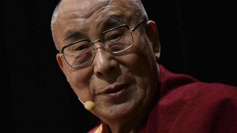 """""""O Governo chinês ofereceu ao 14.º dalai lama uma oportunidade para se arrepender"""", refere um Livro Branco sobre o Tibete"""