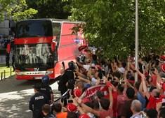 Autocarro do Benfica chega a Guimarães