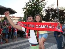 Adeptos a festejar em Braga