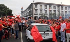 Benfiquistas festejam em Ponta Delgada, na ilha de S. Miguel, nos Açores