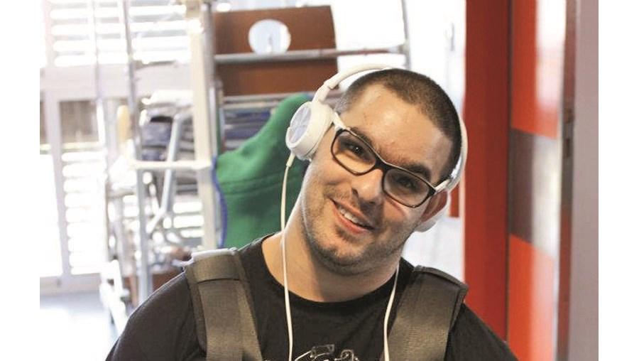 Ricardo Monteiro precisa de uma cadeira de rodas elétrica