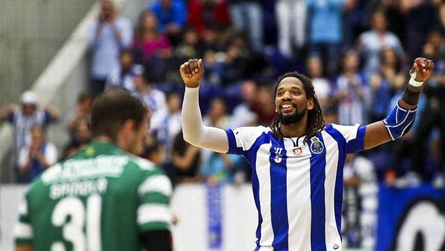 Porto ficou a um triunfo de celebrar o seu 20.º título