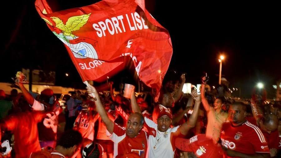 Milhares de moçambicanos celebraram na praça Robert Mugabe, na baixa de Maputo