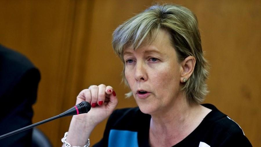 A ministra esteve na Assembleia da República para defender a supervisão das empresas de auditoria