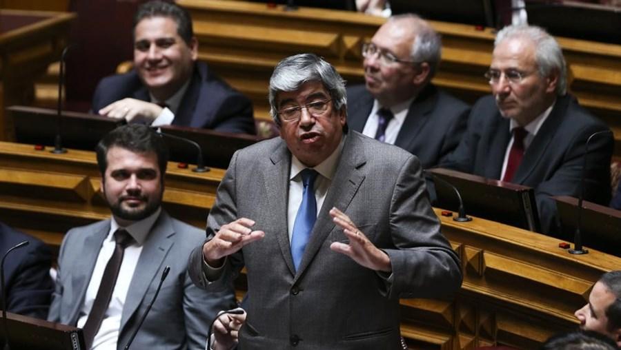 Ferro Rodrigues critica recondução do governador do Banco de Portugal