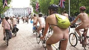 Demasiado excitado para pedalar nu