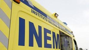 Jovem de 21 anos em estado grave após carro cair de ravina em Ponte de Lima