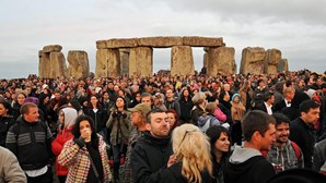 Vinte e três mil viram nascer do sol em Stonehenge