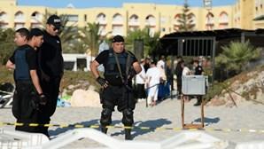 Milhares de turistas estrangeiros deixam a Tunísia