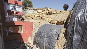 Moradores recusam pagar obra em muro