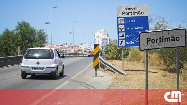 5ec4d71f382 Placa provoca protesto no Algarve - Portugal - Correio da Manhã