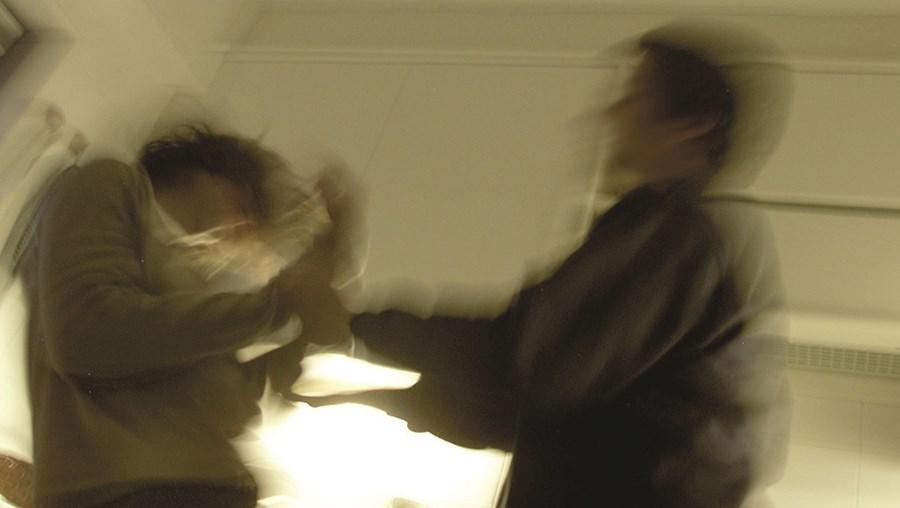 agressor foi detido pela PSP depois de espancar a mulher e bater nos polícias