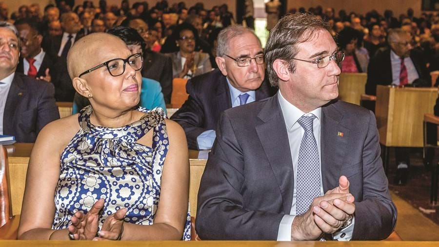 Laura e Passos Coelho durante visita oficial a Cabo Verde