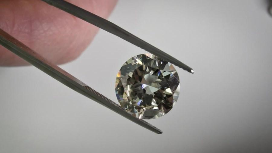 Em causa está a exclusão da empresa pública portuguesa da exploração de diamantes numa mina do leste de Angola