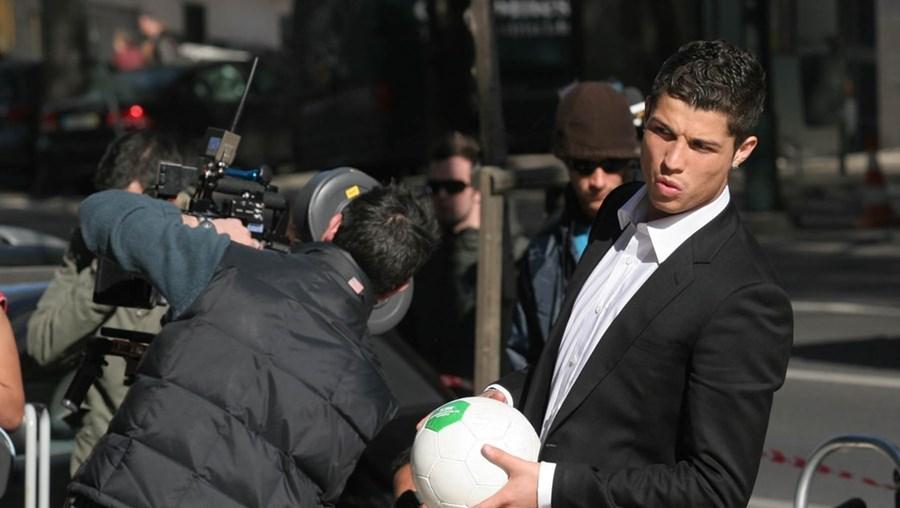 Ronaldo foi a cara do  BES durante dez anos. O último contrato foi assinado em 2013. Agora, a estrela do Real Madrid não faz publicidade a nenhuma instituição bancária em Portugal
