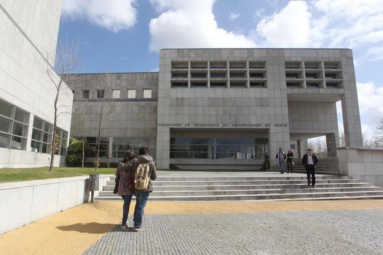Universidade do Porto - Campus da FEUP Faculdade de Engenharia da Universidade do Porto