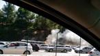 Autocarro incendeia-se na 25 de Abril