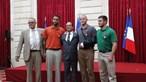 Hollande condecora heróis do TGV com Legião de Honra